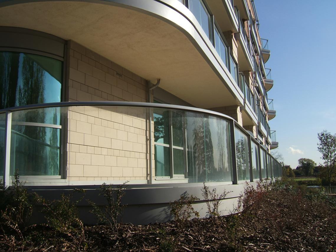 Curved glass balustrades glass balustrades for Balcony balustrade