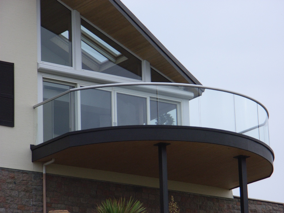 Custom glass balustrade glass banisters glass balustrades for Uses of balcony