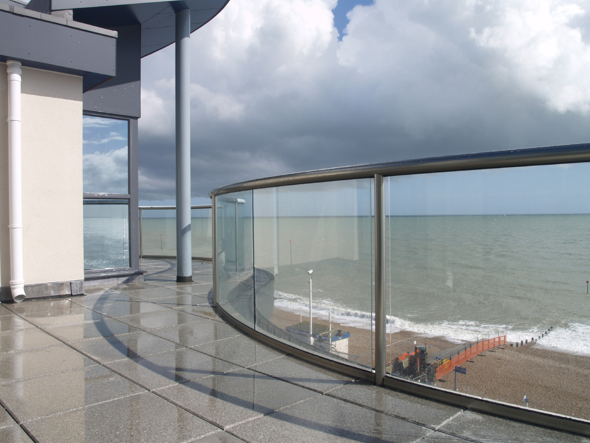 Curved glass balustrade systems