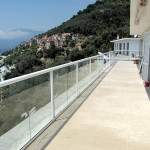 Balcony system glass balustrade