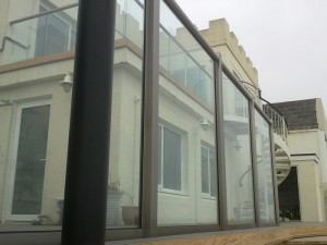 Privacy screen with clear glass