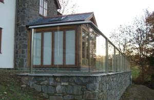 Balcony garden glass balustrade